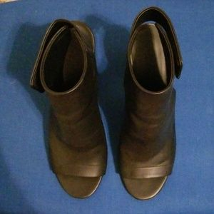 VINCE Heeled Sandal